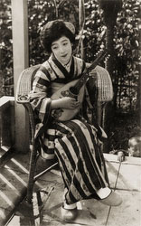 160306-0023 - Woman with Mandolin