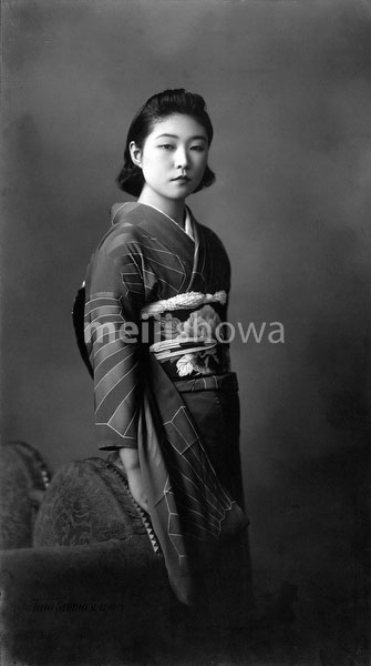 70223-0008 - Woman in Kimono