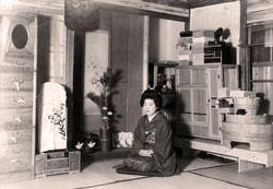 70228-0023 - Woman in Kimono
