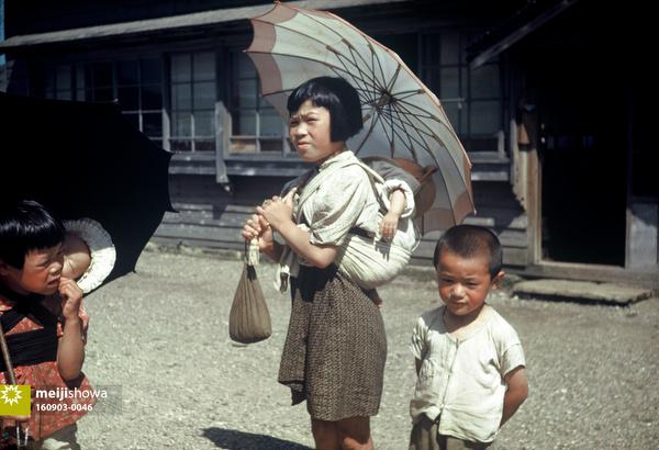 160903-0046 - Girls carrying Babies