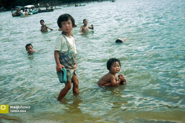 160904-0004 - Children at the Beach