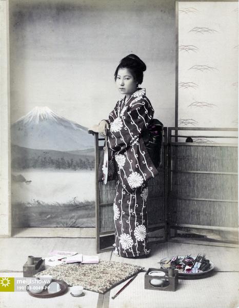 190103-0049-PP - Woman with Fan