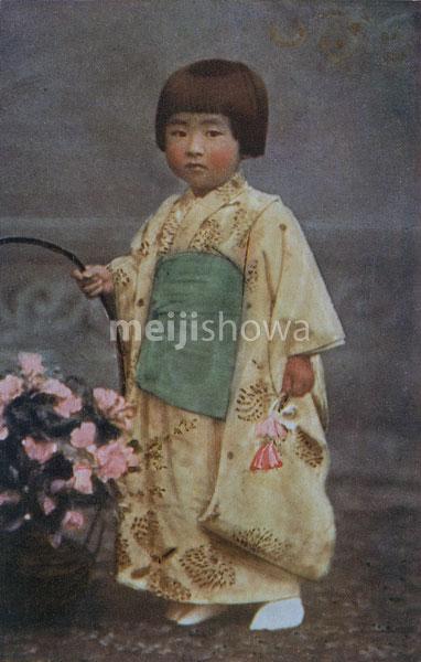 70314-0005 - Girl in Kimono