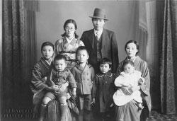 61026-0004 - Japanese Family