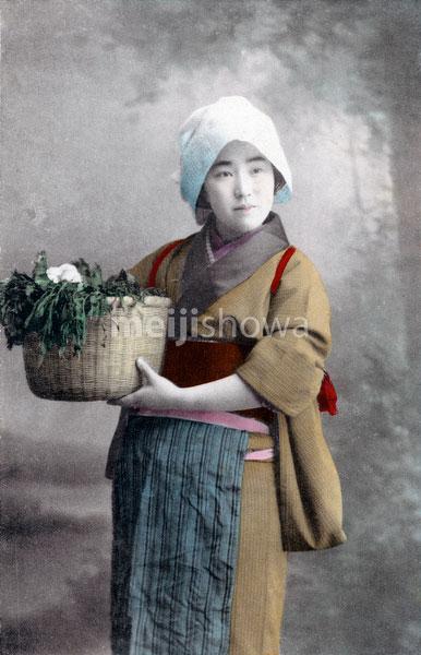 70314-0008 - Woman in Kimono