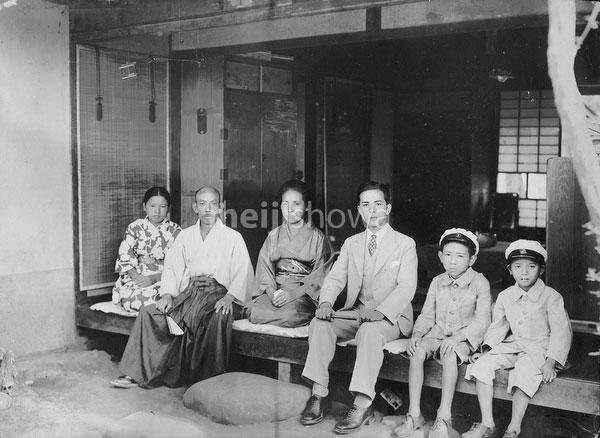 61026-0007 - Japanese Family