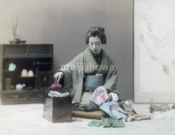 70330-0037 - Woman Sewing