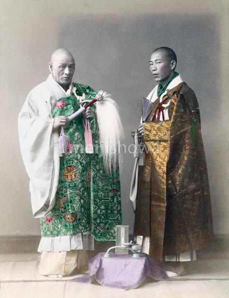 70403-0007 - Buddhist Priests
