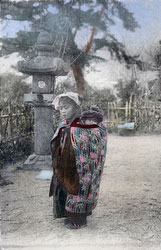 70419-0003 - Komori Nursemaid