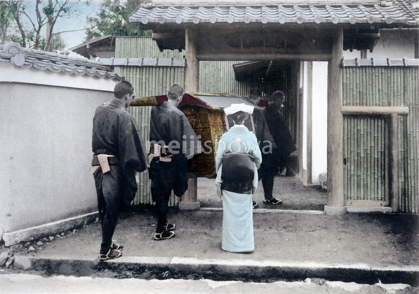 70421-0012 - Bride Arrives at New Home