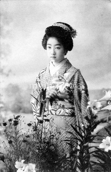70111-0003 - Woman in Kimono