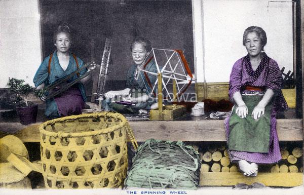 70425-0012 - Women Spinning