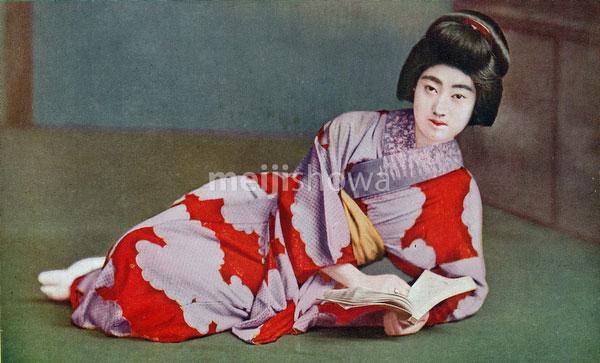 70507-0001 - Woman in Kimono