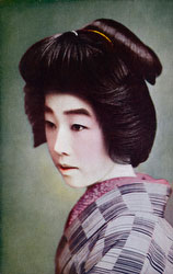70507-0007 - Woman in Kimono