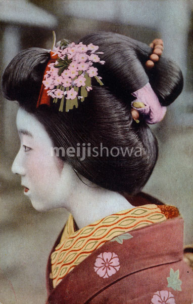 70507-0009 - Woman in Kimono