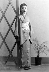 70507-0029 - Woman in Kimono